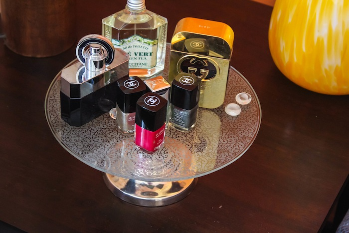 Cake stand perfumes