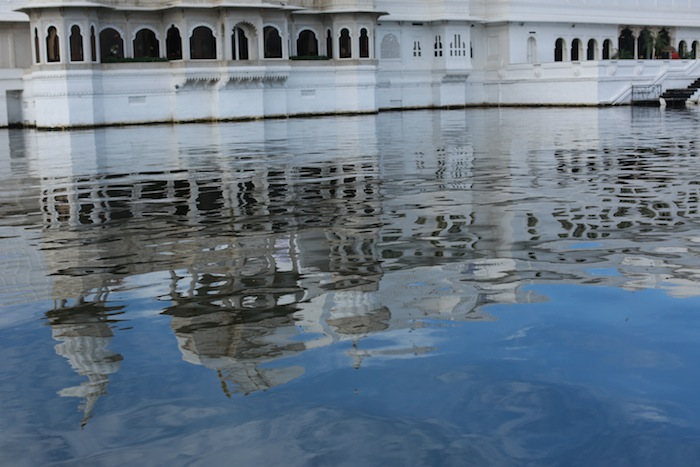 taj lake palace udaipur travel