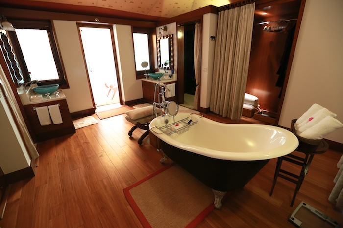 vanyavilas oberoi bathroom