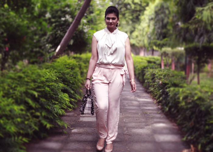 how to wear peach trousers-1