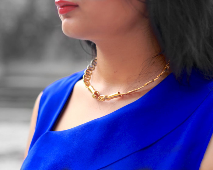 eina alhuwalia give necklace