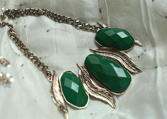 green-statement-necklace