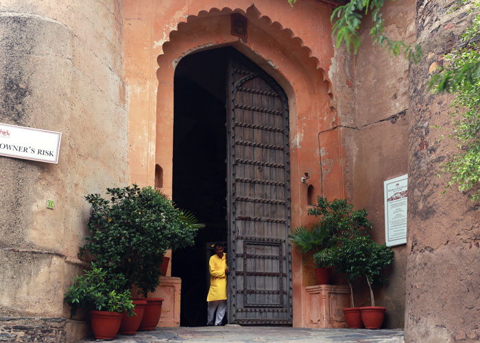 neemrana fort door