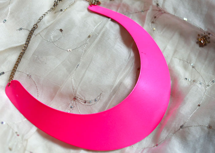 neon-pink-statement-necklace