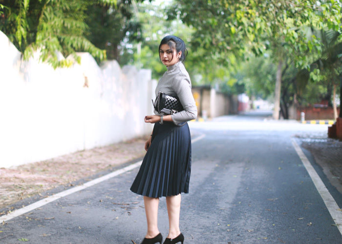 black-pleated-skirt