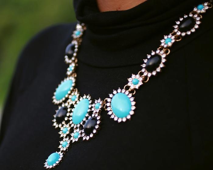 turquoise-blue-neckpiece