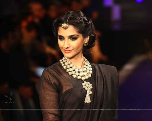 Brand Ambassador Sonam Kapoor walked on the ramp at the Grand Finale of IIJW 2012
