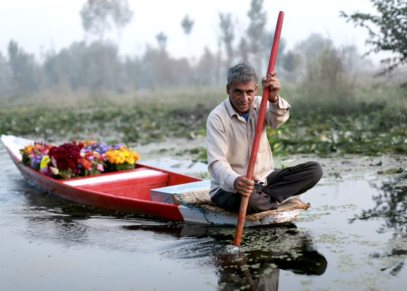 flower sellers dal lake