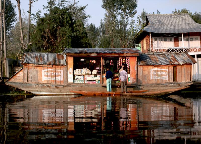 house boat kashmir