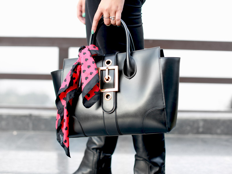 lady-buckle-bag-black