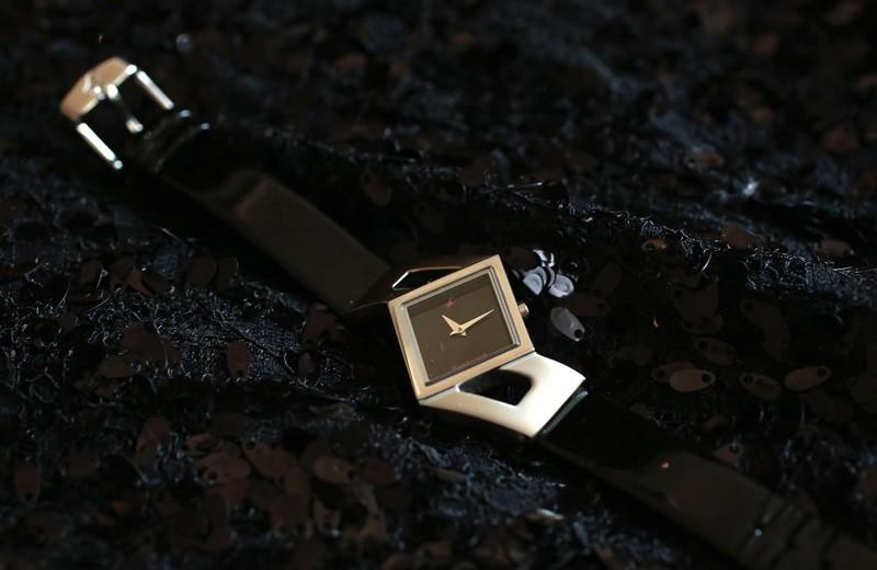 fastratck-sleek-black-watch
