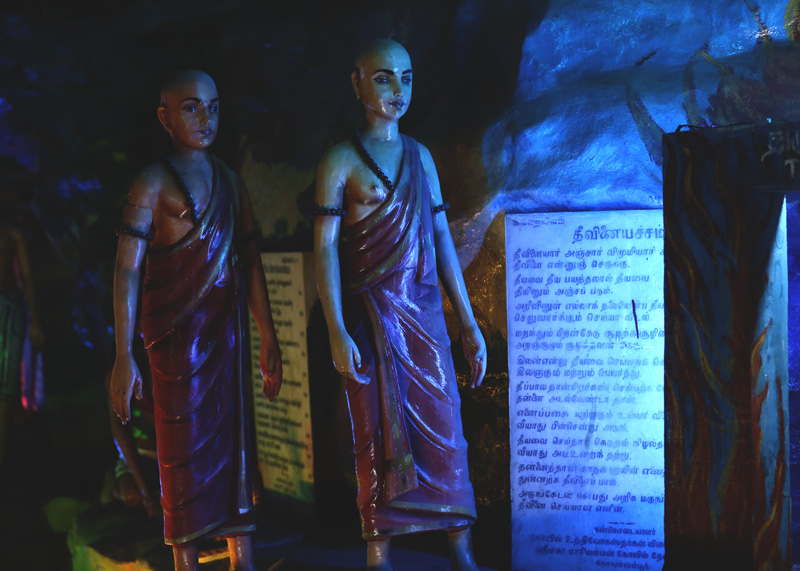 The beautiful statues inside the cave