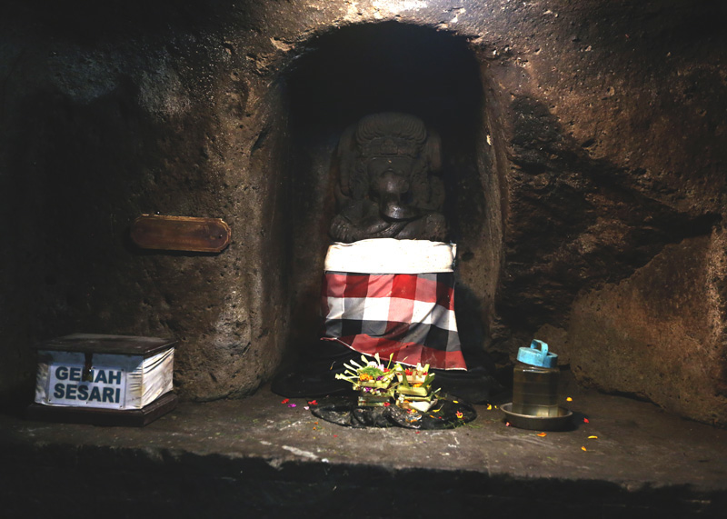 The ganesha inside the cave