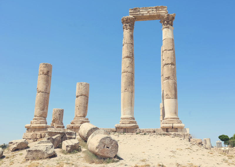The Amman citadel is round 7000 years old . It symbolizes the birth of the three great monotheistic religions - Judaism, Christianity and Islam.