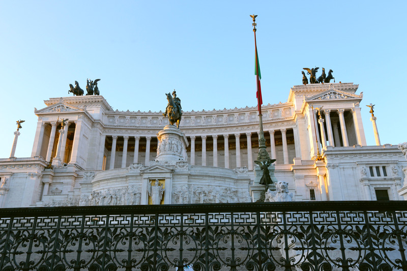 The welcoming sun rays on piazza de venezia