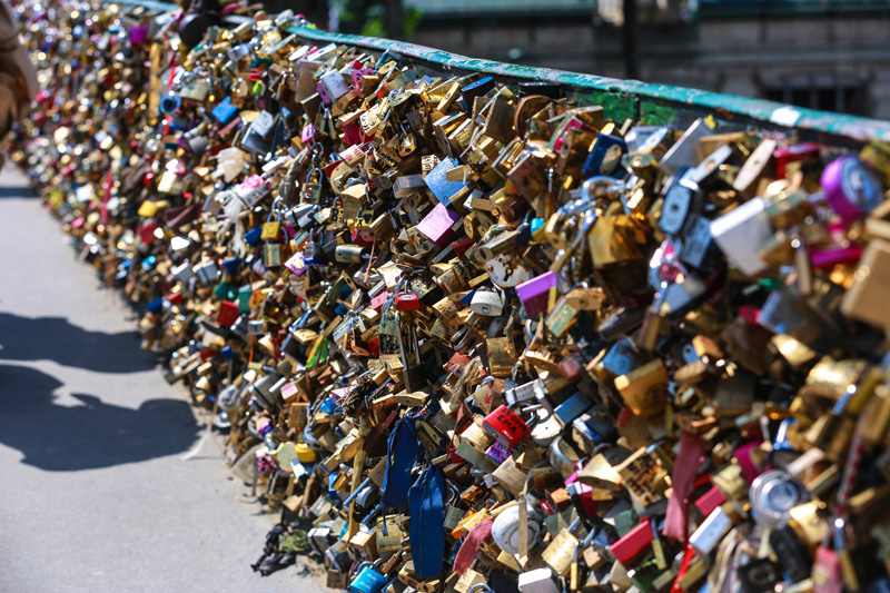 Love locks bridge (Pont des Arts footbridge)