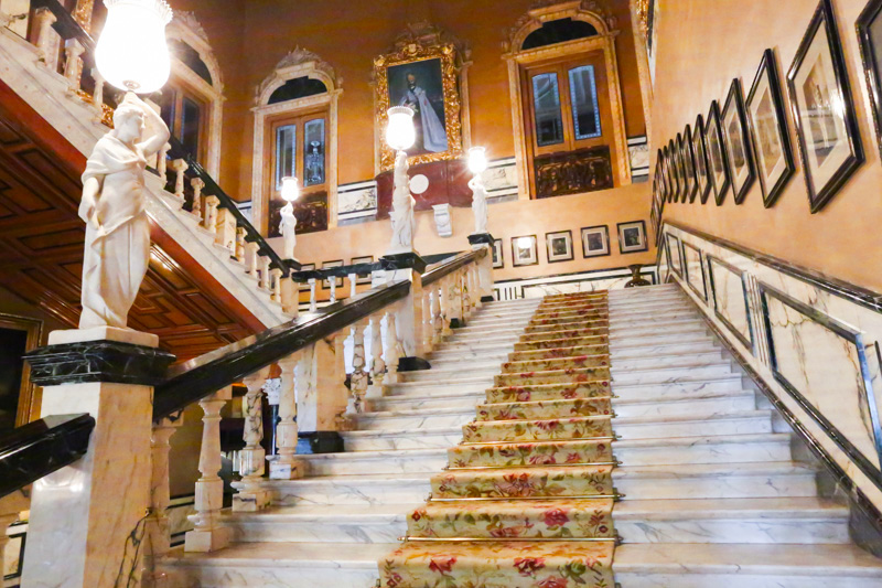taj falaknuma royal staircase