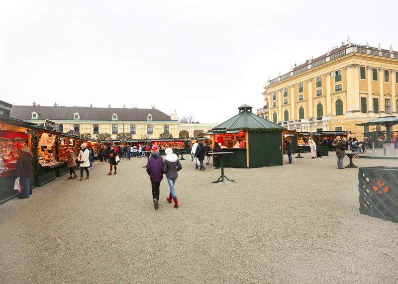 schonbrunn palace christmas-market