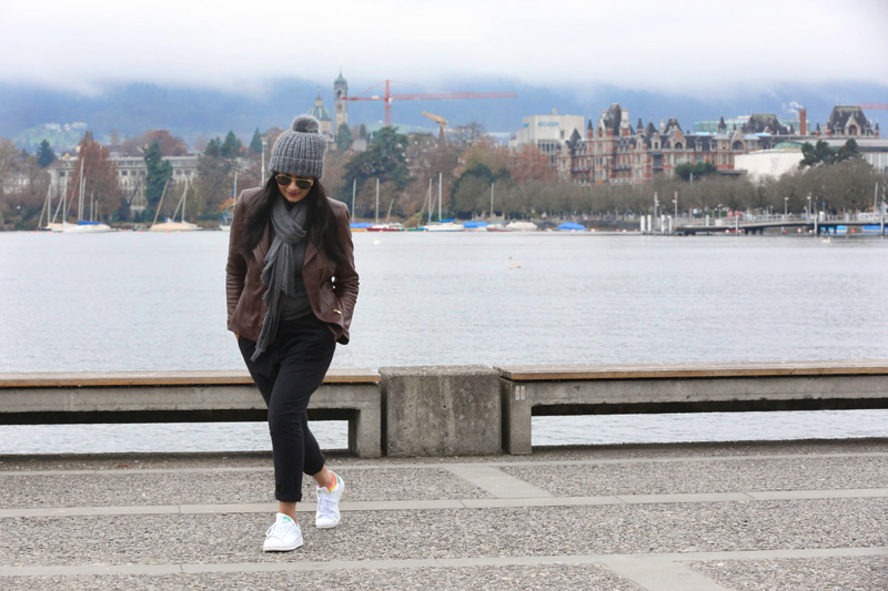 gotta pose at the Zurich lake !! ; )