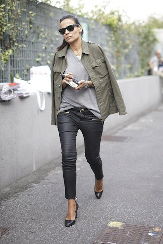 how-to-style-grey-tee-8