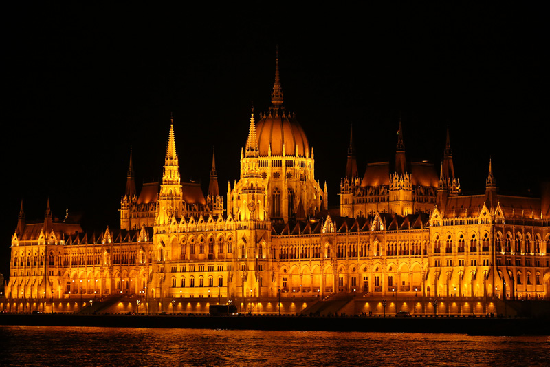 the stunning parliament building by night