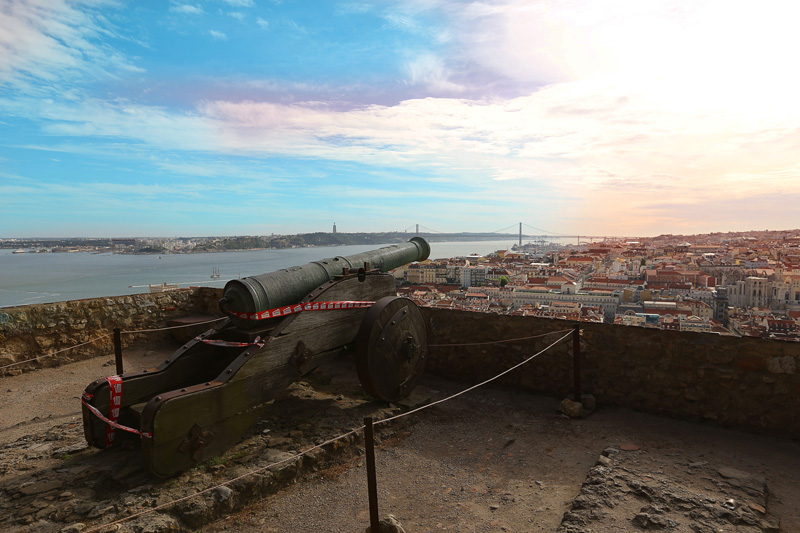the canon at sao jorge castle