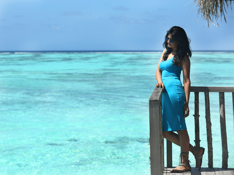 blue-outfit-maldives
