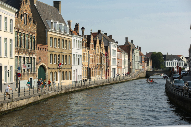 these houses by the canal.. i want one of them : P