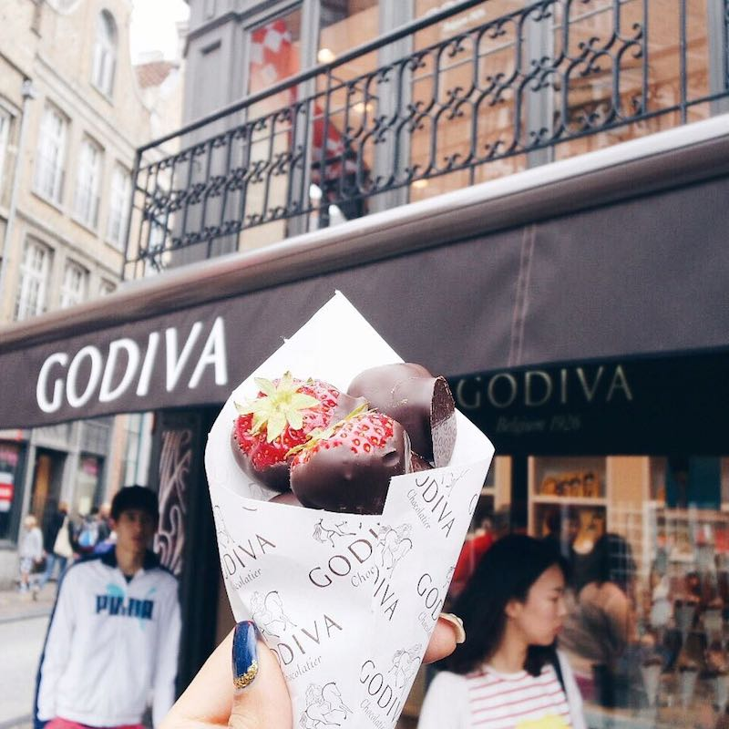 Strawberries dipped in Chocolate from Godiva- must do!