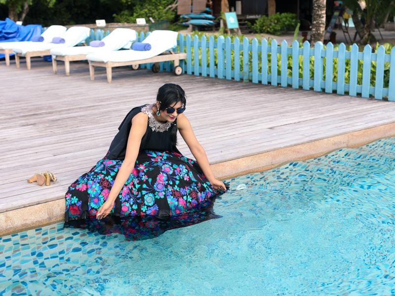 manish malhotra skirt