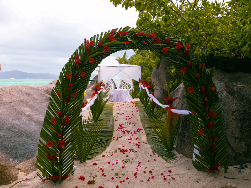 someone got married in this paradise that day.