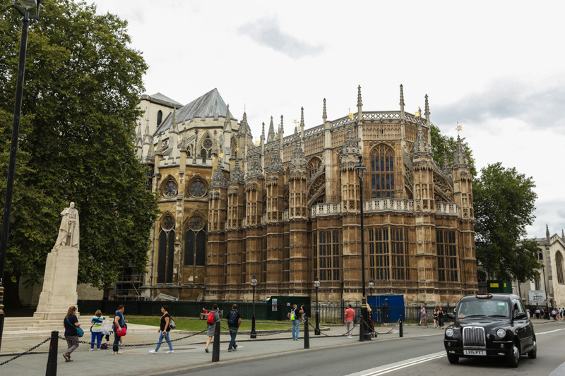 Westminster Abbey is s a large, mainly Gothic abbey church in the City of Westminster, London